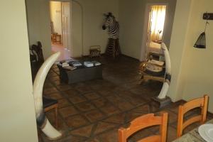 Omuwiwe sittingroom 2
